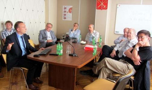 Фото №1 - В Петербурге нобелевские лауреаты обсудят современное лечение рассеянного склероза