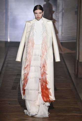 Фото №22 - 35 идей свадебных платьев с подиумов Недели высокой моды в Париже