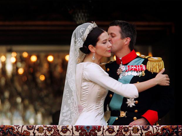 Фото №1 - 12 знаменитых королевских свадеб