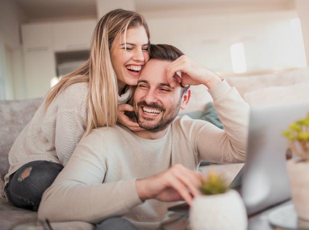 Фото №1 - Открытый брак, «временная семья» и сологамия: новые типы отношений XXI века