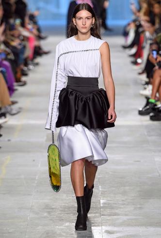 Фото №14 - Как носить баски и широкие пояса (и где искать самые модные)