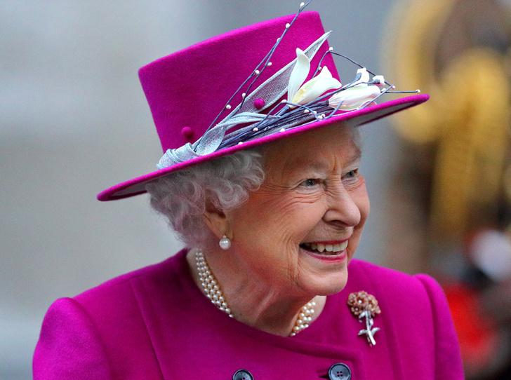 Фото №1 - Шутки Ее Величества: Елизавета II знает толк в черном юморе