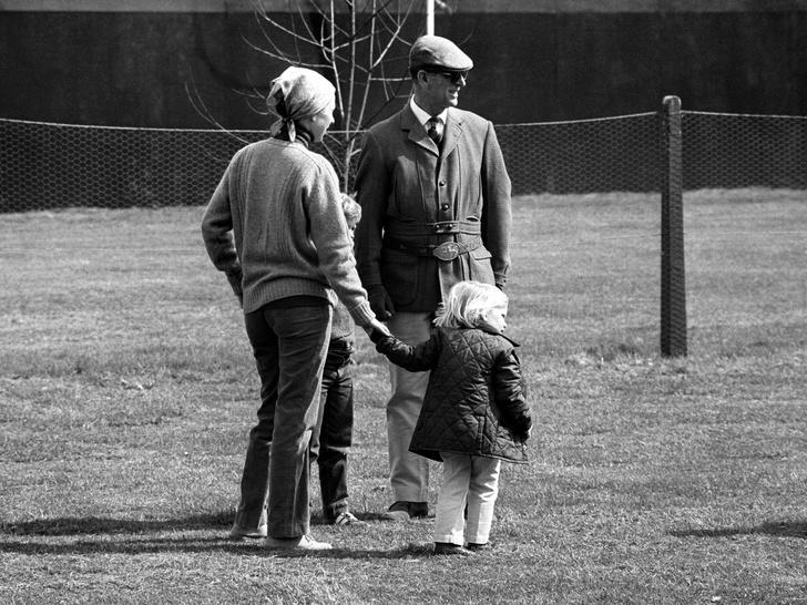 Фото №9 - Папина дочка: самые трогательные совместные фото принцессы Анны и принца Филиппа
