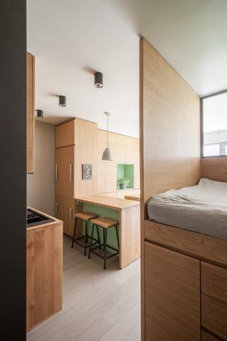 Фото №9 - Маленькая студия 30 м² со встроенной мебелью в Париже