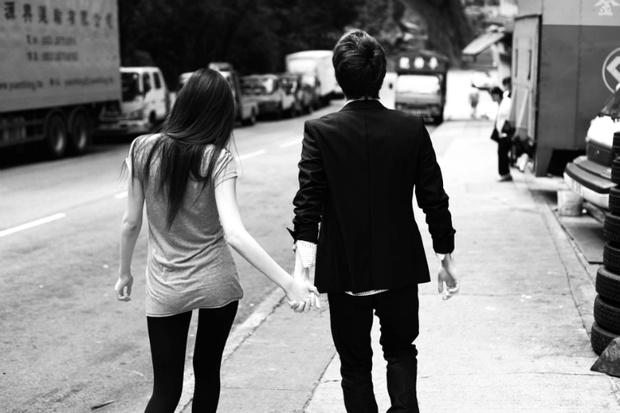 Фото №1 - Вопрос дня: Мне нравится парень, но мы видимся раз в месяц. Как больше общаться с ним?