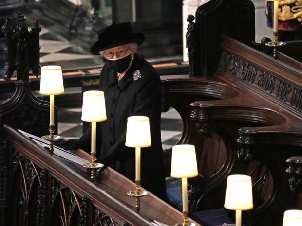 Фото №5 - Дорогой презент: любимое украшение Королевы, которое напоминает ей о принце Филиппе