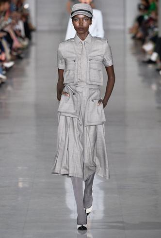 Фото №15 - Как стильно носить галстуки: советы дизайнеров и главных модниц