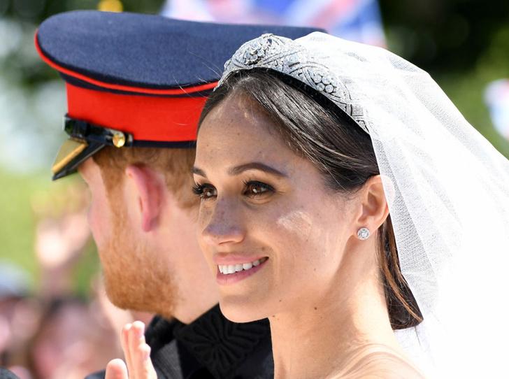 Фото №1 - Почему Меган не появляется в тиарах со дня свадьбы