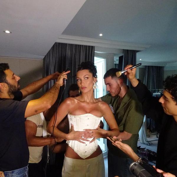 Фото №1 - Белла Хадид показала, с чем носить корсет на вечеринки 💃