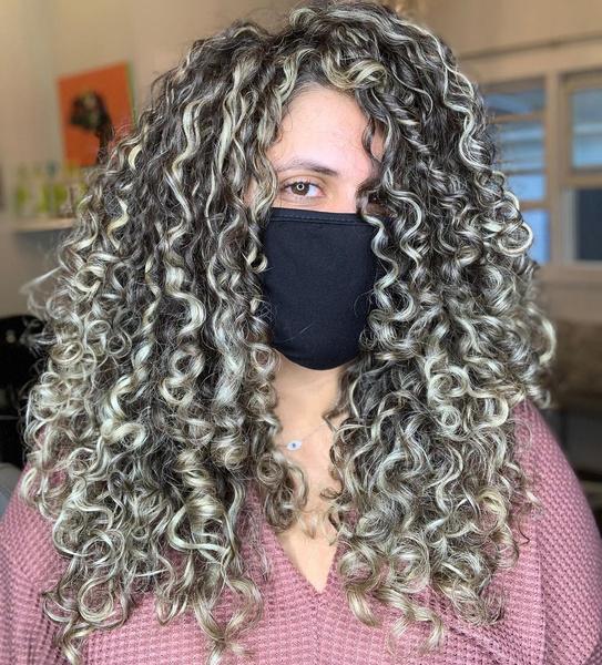 Фото №11 - Такой разный пепельный блонд: 20 оттенков и причесок 😍