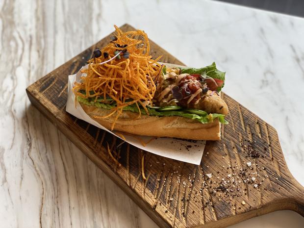 Фото №1 - Национальный день хот-дога: необычный рецепт самой популярной уличной закуски