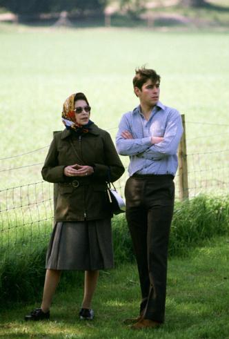 Фото №5 - Любимый сын: как особое отношение Королевы к принцу Эндрю привело его к краху