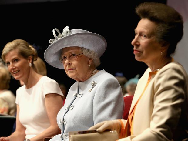 Фото №4 - Почему принцесса Анна не подружилась ни с одной из жен своих братьев, кроме Камиллы