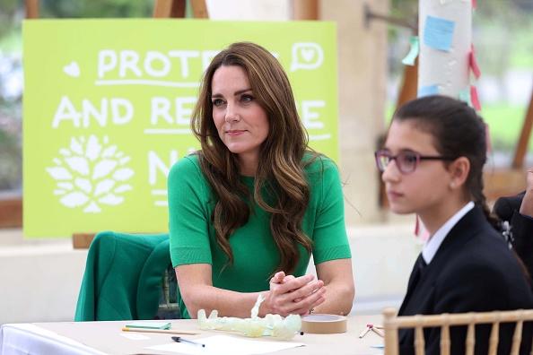 Фото №4 - Кейт Миддлтон знает, что главный цвет этой осени— зеленый. Вот ее версия модного тренда