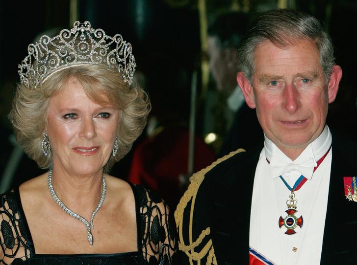 Фото №41 - Какую тиару Елизавета II одолжит Меган Маркл на свадьбу: делаем ставки