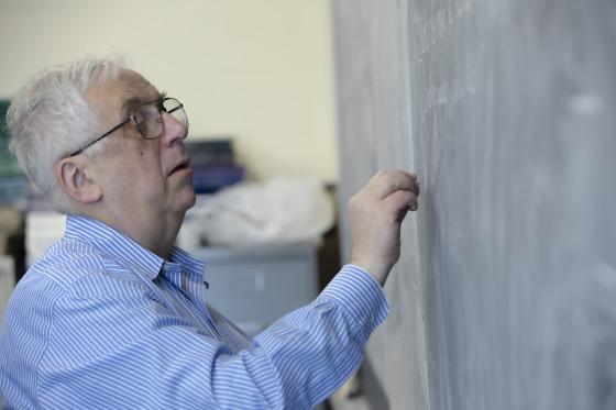 Фото №1 - Российско-американский математик стал лауреатом Абелевской премии