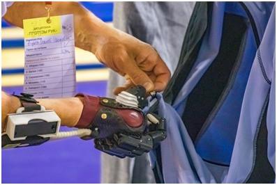 Российские инженеры создали универсальный протез кисти руки. Он гораздо дешевле импортных аналогов