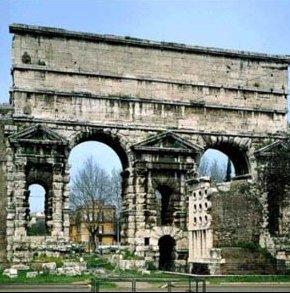 Фото №1 - В Риме обрушился кусок античной стены