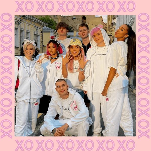 Фото №1 - XO Team выпустили коллекцию одежды совместно с «ТВОЕ» 🔥