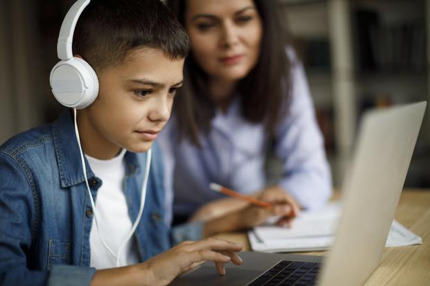 Фото №2 - Как организовать учебу на дому и не сойти с ума: 6 важных моментов