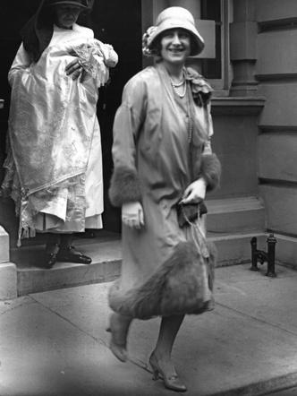 Фото №2 - Самые стильные образы королевских мам на крестинах их детей