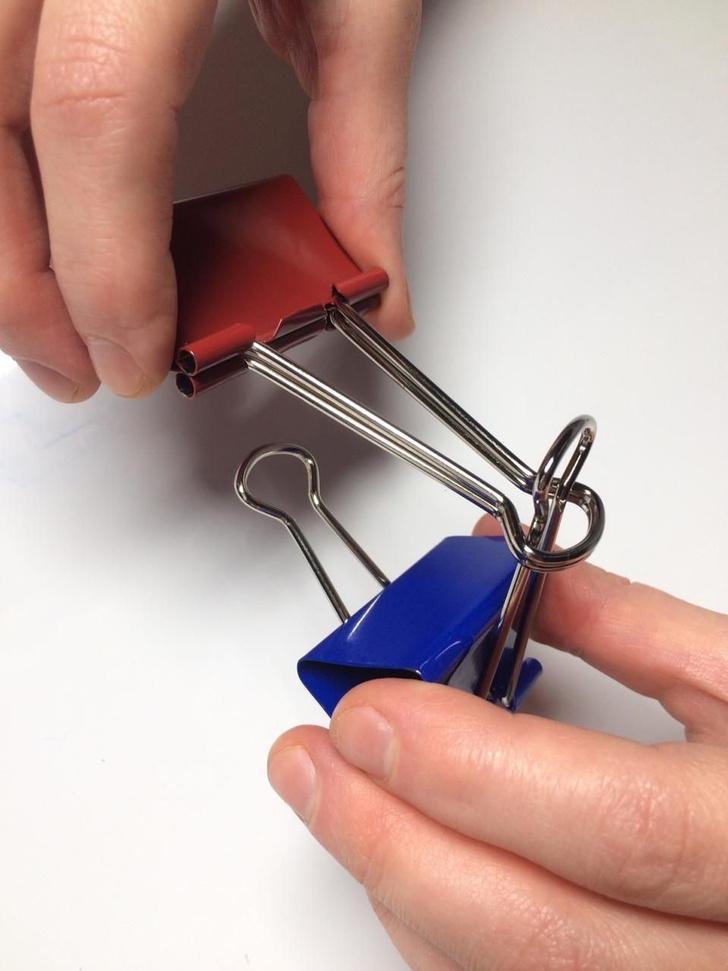 Фото №4 - Лайфхак: подставка для смартфона из офисных зажимов своими руками
