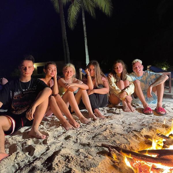Фото №3 - Когда нет вдохновения: как подписать в Инстаграме летние фотки с друзьями 💛