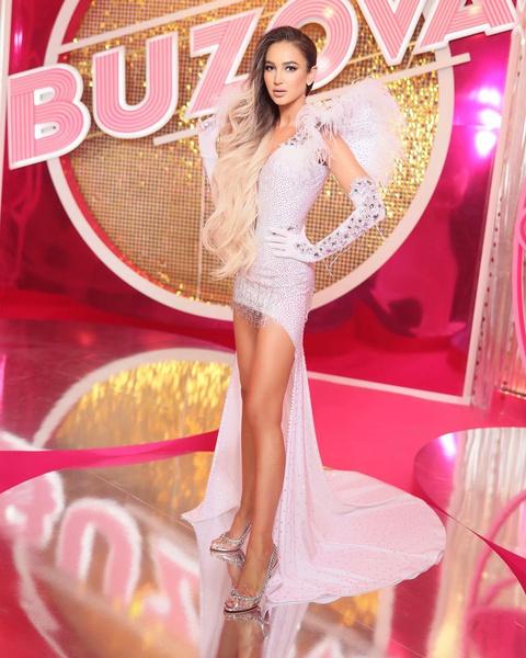 Фото №1 - Как самый настоящий ангел: выбираем платье на выпускной как у Ольги Бузовой 😍