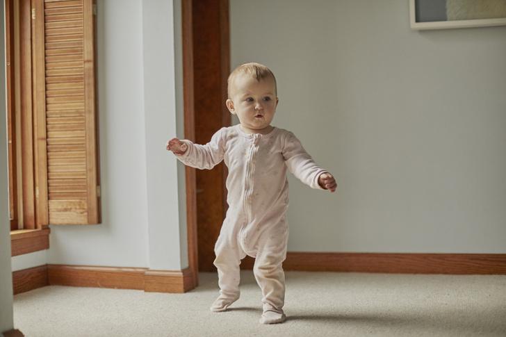 Фото №1 - Ребенок ходит на цыпочках, стоит ли беспокоиться: отвечает врач