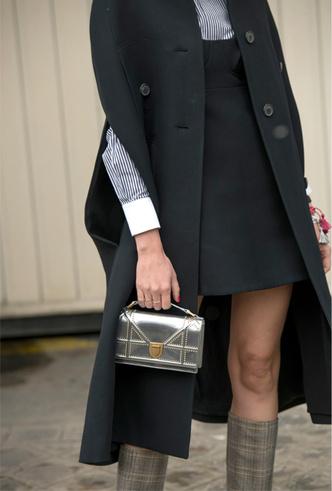 Фото №7 - Стальной блеск: как носить вещи в цвете металлик повседневно