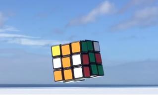Японский изобретатель создал левитирующий самособирающийся кубик Рубика (видео)