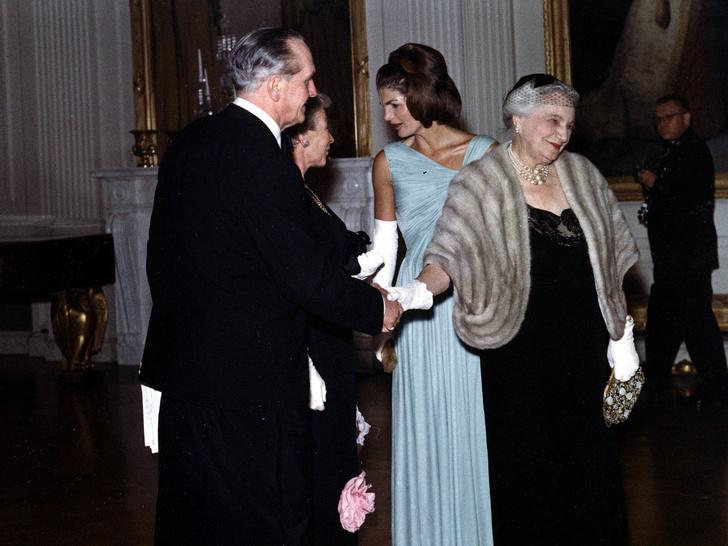 Фото №5 - Модный список Первой леди: любимые бренды Жаклин Кеннеди