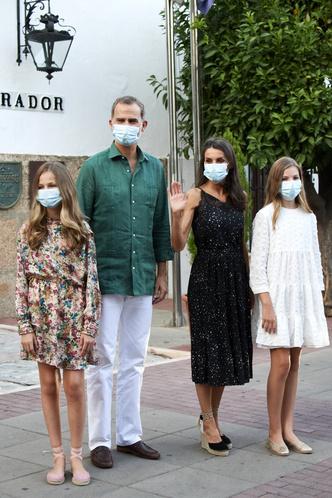 Фото №5 - Просьба о помощи или демонстрация силы: что скрывается за модным заявлением королевы Летиции