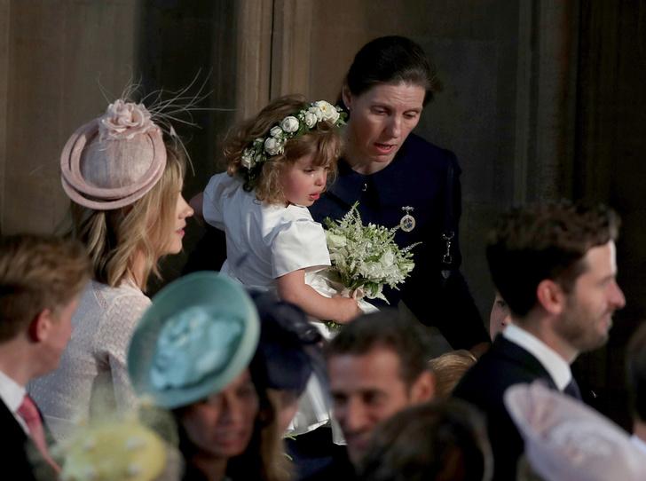 Фото №5 - Принц Джордж проявил характер на королевской свадьбе