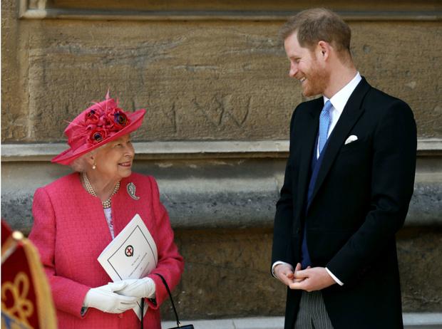 Фото №1 - О чем Королева просила Гарри во время последнего визита (Меган это не понравится)