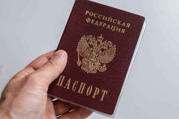 Фото №2 - Женатым развязали руки: россиянки возмущены отменой штампа о браке и детях в паспорте