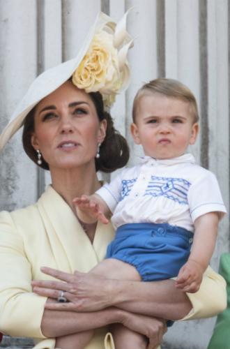 Фото №4 - Принц Луи дебютировал на королевском мероприятии (в одежде принца Гарри)