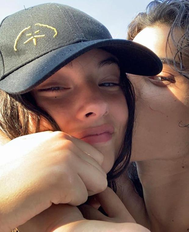 Фото №1 - От этой пары невозможно отвести глаз: с кем встречается дочь Моники Беллуччи и Венсана Касселя