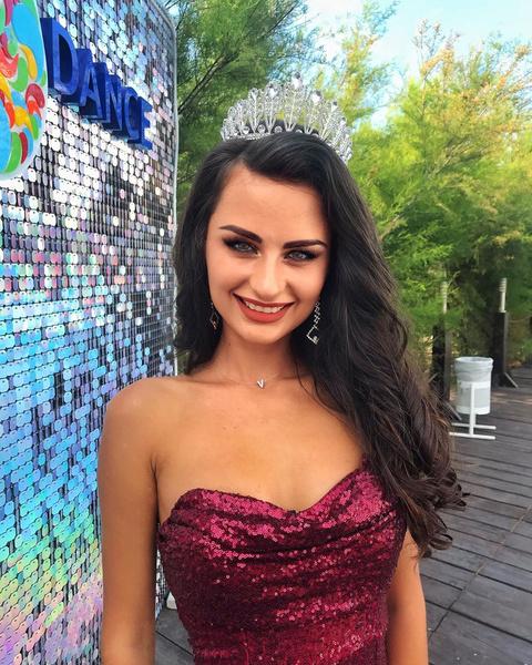 Фото №1 - Бывшая чиновница из Севастополя заняла третье место на конкурсе «Мисс Евразия»