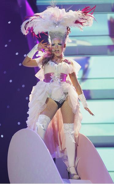 Фото №3 - 10 нелепых нарядов участников «Евровидения»