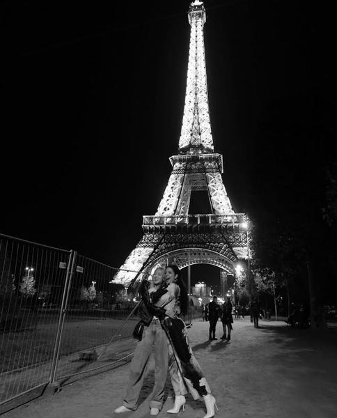 Фото №1 - Холзи поздравила Розэ из BLACKPINK с выходом сольного клипа ❤
