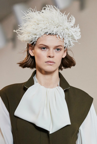Фото №4 - Как носить перья: 10 идей на все случаи жизни