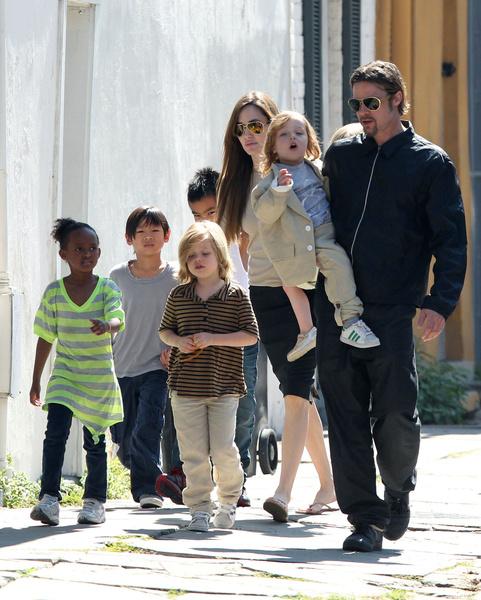 Фото №6 - Джоли снова обвинила Питта в домашнем насилии и готовит детей дать показания против отца