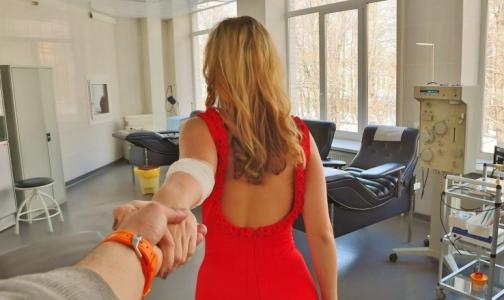 Фото №1 - Петербургских влюбленных просят поделиться чувствами с пациентами больниц