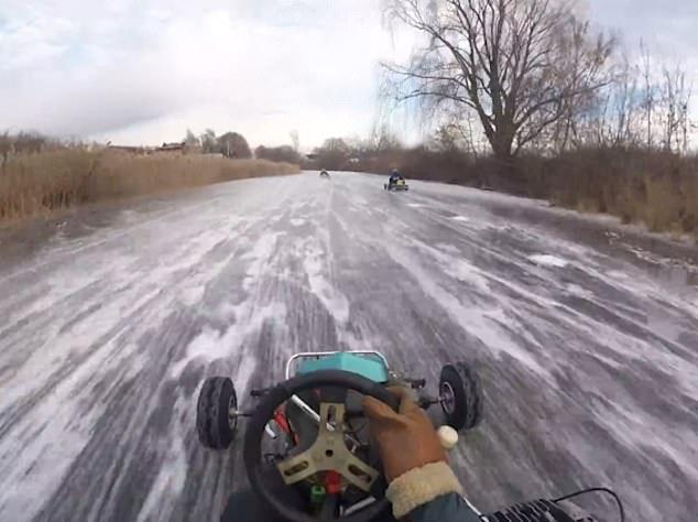 Фото №1 - Видео с тремя русскими картингистами, гоняющими по замерзшей реке под Тольятти, стало популярным в Англии