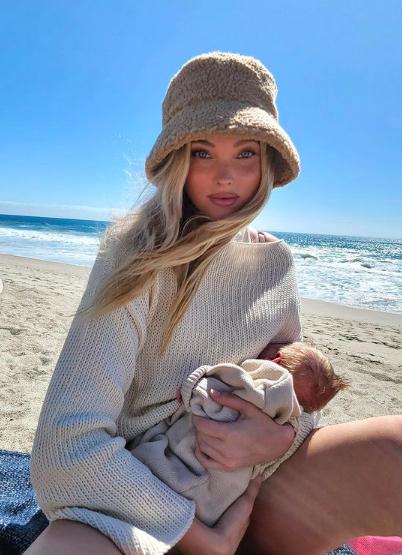 Фото №2 - Сама нежность: Эльза Хоск на пляже вместе с новорожденной дочерью
