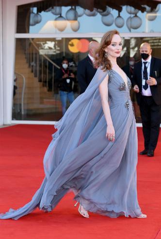Фото №6 - Венецианский кинофестиваль 2020: лучшие образы церемонии открытия