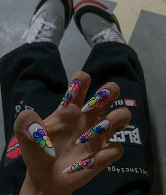 Фото №2 - Современное искусство на ногтях: Дина Саева показала яркий маникюр в японском стиле 🌻