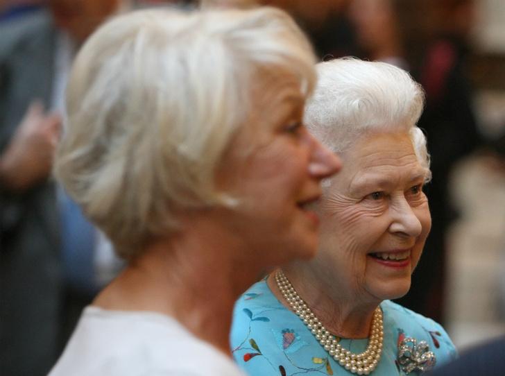 Фото №2 - Какой конфуз случился с Хелен Миррен во время чаепития с Королевой
