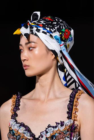 Фото №12 - Шляпы, панамы и кепки: модные головные уборы для лета 2020